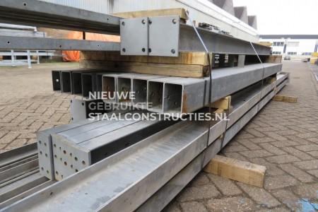 Mooie gebruikte platdak staalconstructie 8 x 30m (240m²)